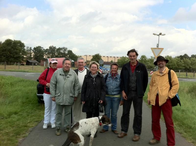Fotot der Abgeordneten bei ihrem Besuch am Atommülldepot am 07. August 2011; Bildmitte (schwarze Jacke)