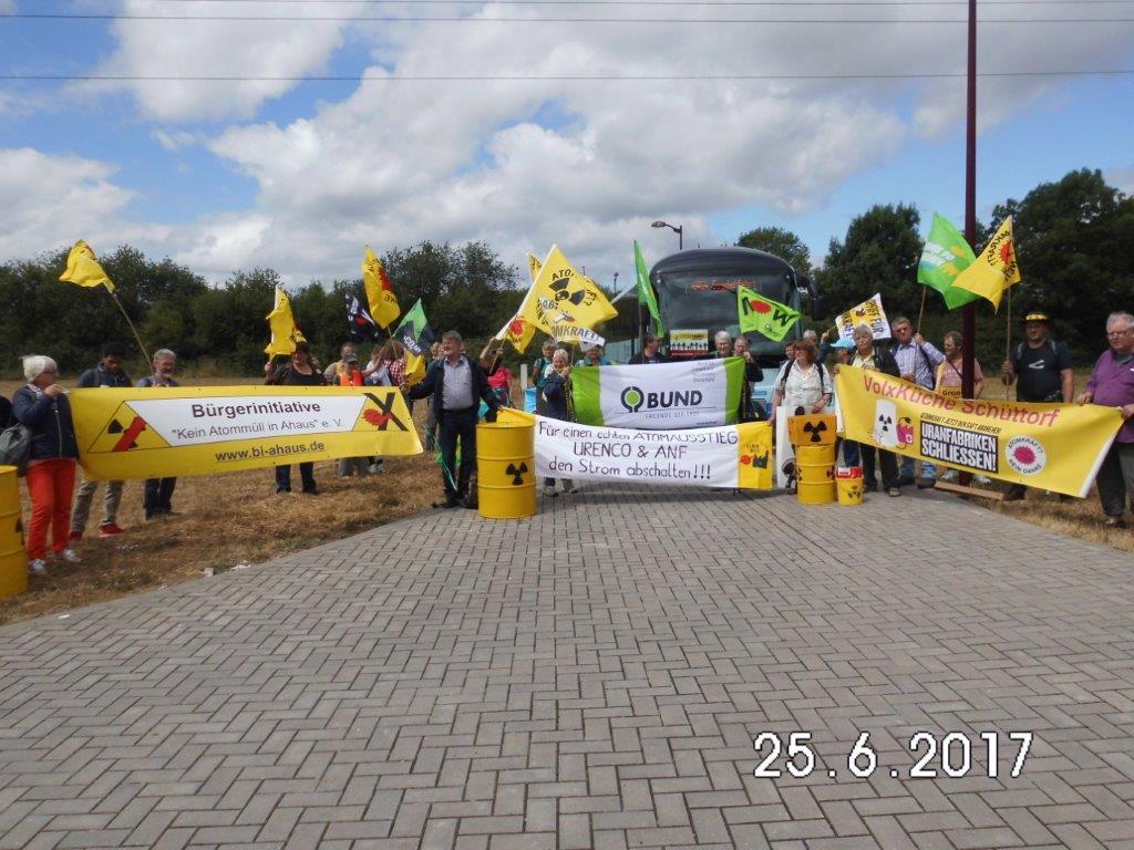 Die Aktivisten aus dem Raum Lingen, Gronau und Ahaus in Belgien am zugewiesenen Streckenabschnitt